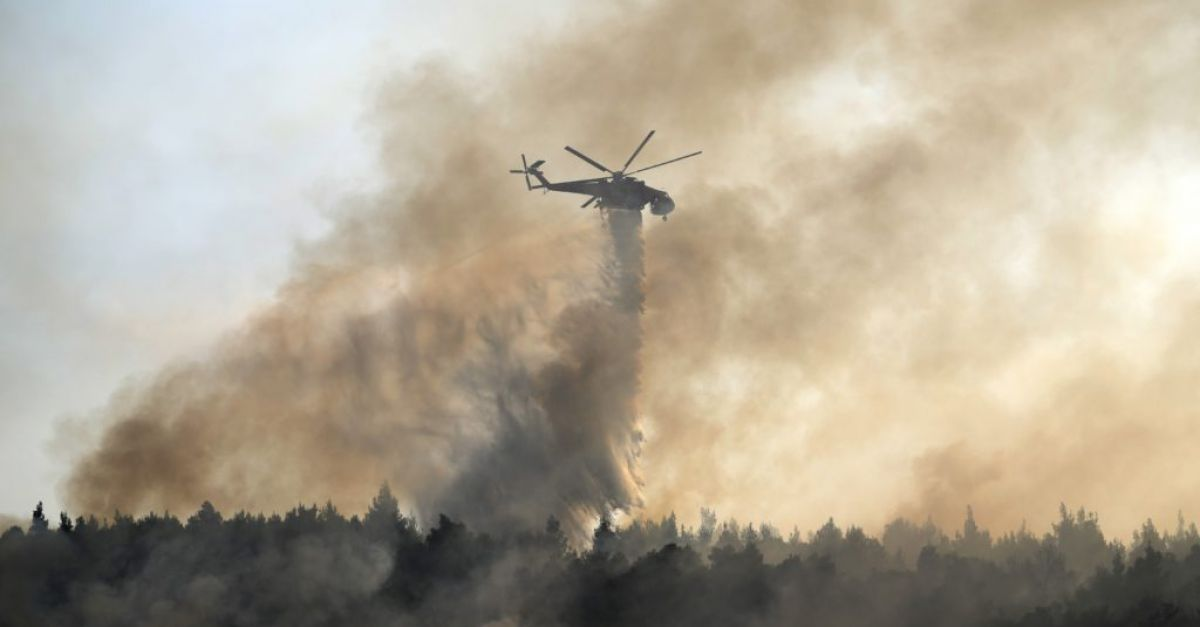 Firefighting planes resume flights over wildfire north of Athens