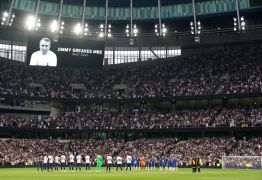 Tottenham And Chelsea Unite To Remember Jimmy Greaves