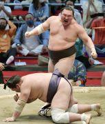 Sumo Great Hakuho Retires Age 36