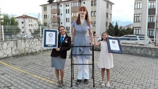Turkish Woman Who Is Over 7Ft Named Tallest In World