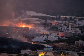 Hundreds More Evacuated As Volcano Lava Moves Further Into La Palma Town