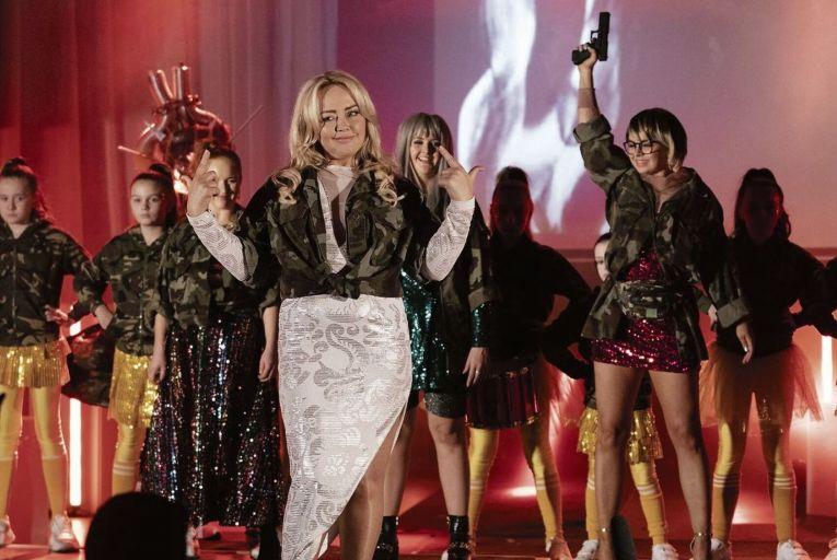 Lauren Larkin, Angeline Ball, Ericka Roe and Shauna Higgins in Deadly Cuts