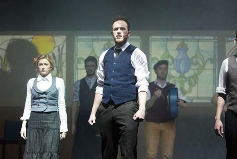 Strong cast delivers rousing sing-a-long