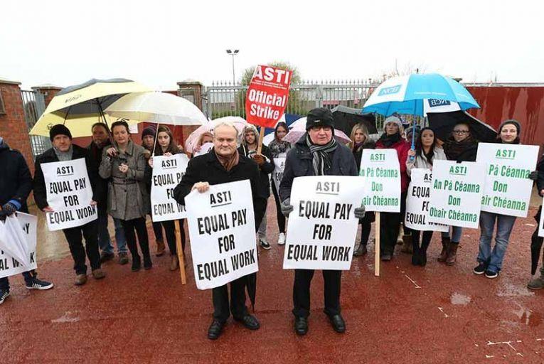 ASTI leaders on the picket line. Pic: RollingNews.ie