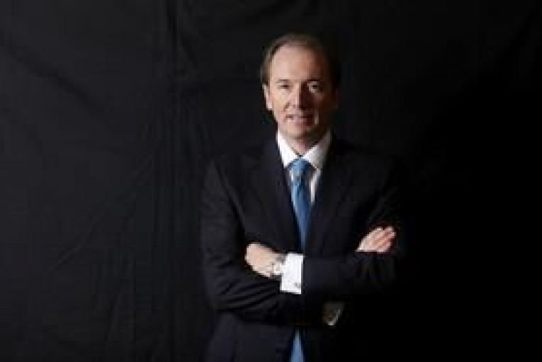 Morgan Stanley boss sees pay fall 25%