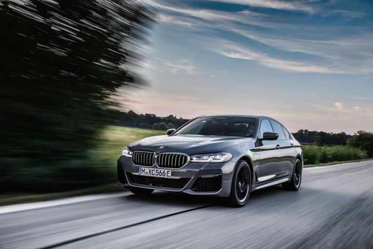 The BMW 545e xDrive: prices start at  €75,780