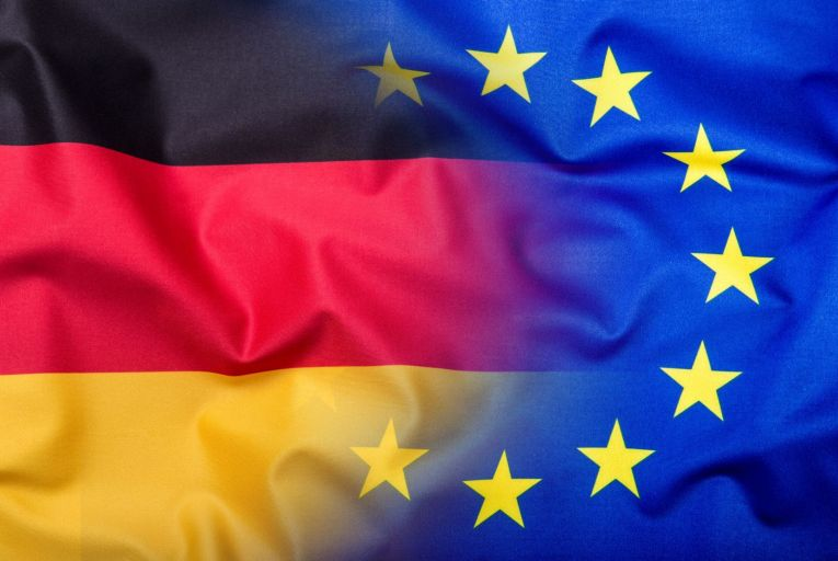 The German and EU flags combined: a German court's rejection of a ruling by the Court of Justice of the European Union puts the relationship – and the entire Economic and Monetary Union – at risk