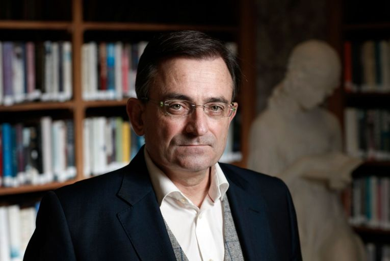 Hobbs to publish novel 'like Da Vinci Code'