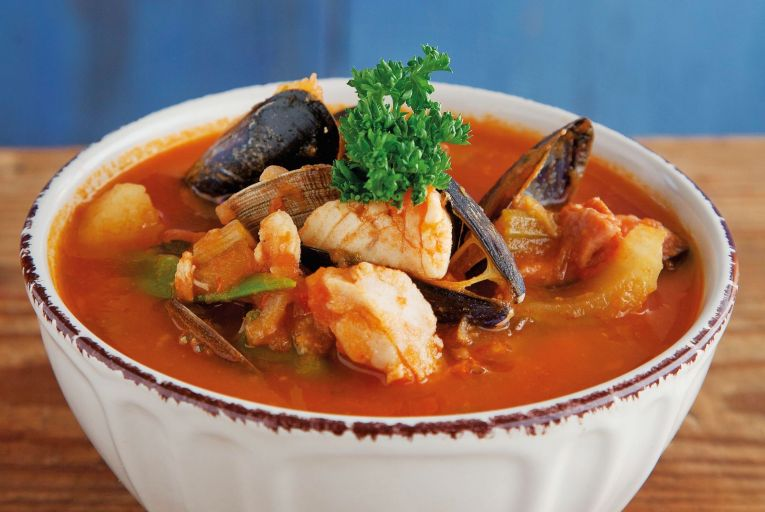Manhattan seafood chowder is tomato-based. The base is very similar to that of stew and is extremely versatile depending on what fish and vegetables you have to hand.