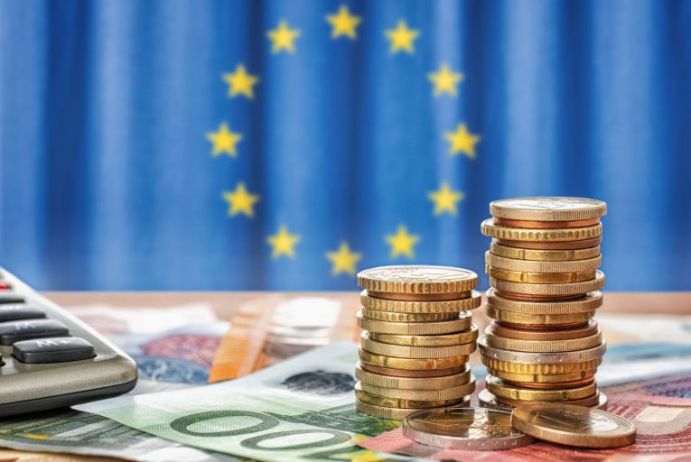 EU fails to realise that the euro could be genuine rival to dollar