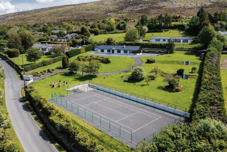 Nestling into the foothills of the Wicklow Mountains, Loiste Chroi sits on an elevated, westerly-facing site of 1.8 acre