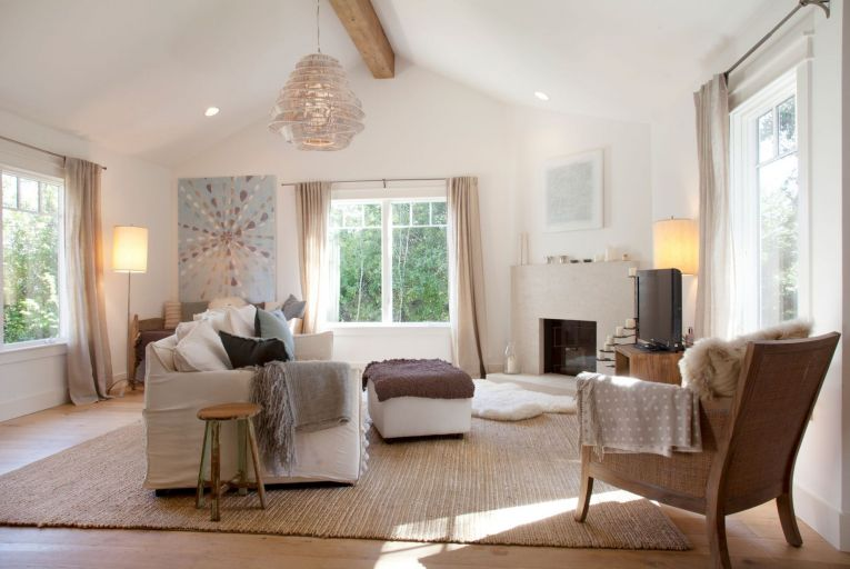 'The wrong lighting can kill a look, so investing in appropriate lighting for specific spaces is essential.' Picture: Margot Hartford/Houzz.