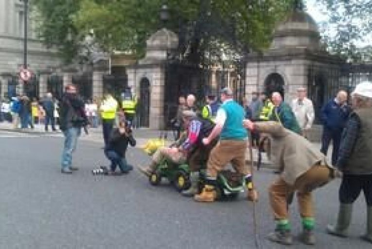 10,000 farmers protest at Leinster House