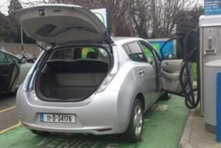 Electric car owners saving €1,500 annually