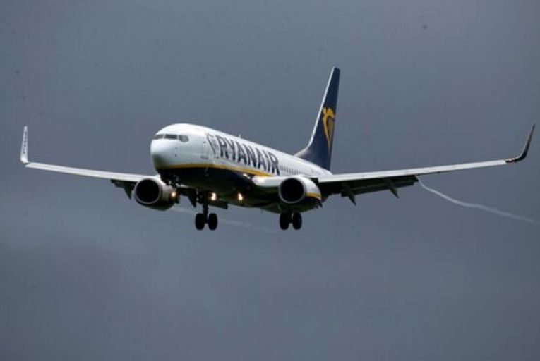 Trillion dollar Los Angeles mutual fund buys nearly €30 million worth of Ryanair shares