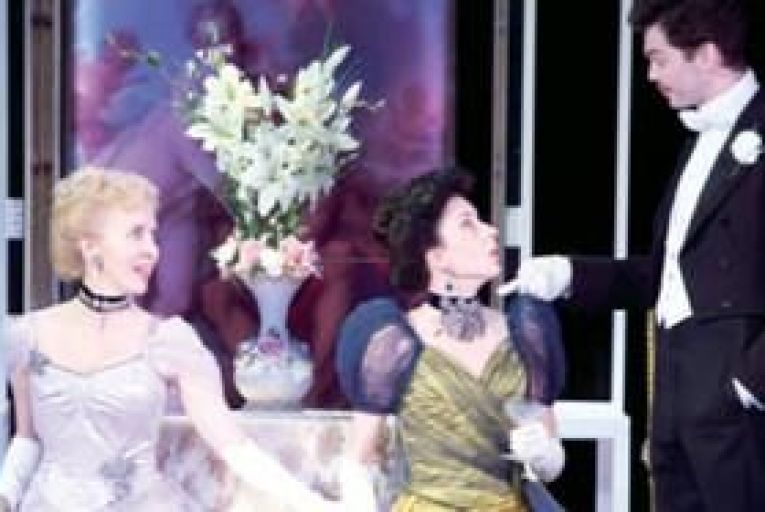 Theatre: An Ideal way to see Wilde