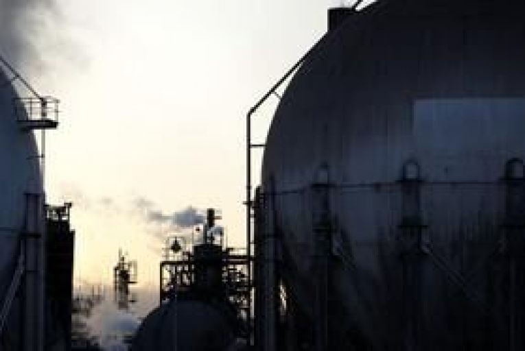 Oil rises on better than expected manufacturing data