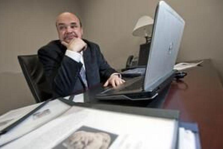 Felon turns economics blogger
