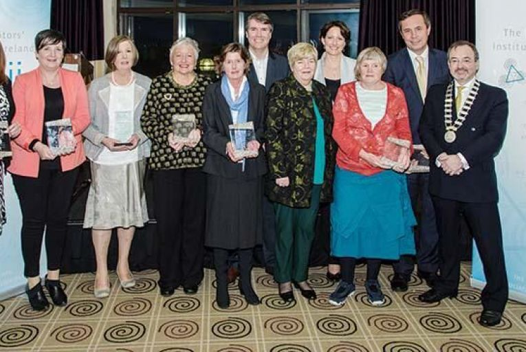 Award recipients: Joan Davis, FMNI; Joan Smith, Mediation Border Counties; Delma Sweeney (Special Award); Siún Kearney; Polly Philimore, FMS; Dr Niall Muldoon, Ombudsman for Children (Award judge); Mary Montague, TIDES Training, (Award presenter); Sabine Walsh, incoming MII president; Ann O\'Kelly; Tom Ward, the Courts Service; Gerry Rooney, outgoing MII president