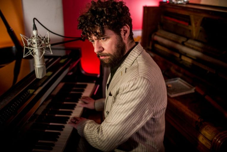 Declan O'Rourke's new album Arrivals plays to his strengths by aligning lucid, short story lyrics with sublime melodies and scrupulous guitar playing