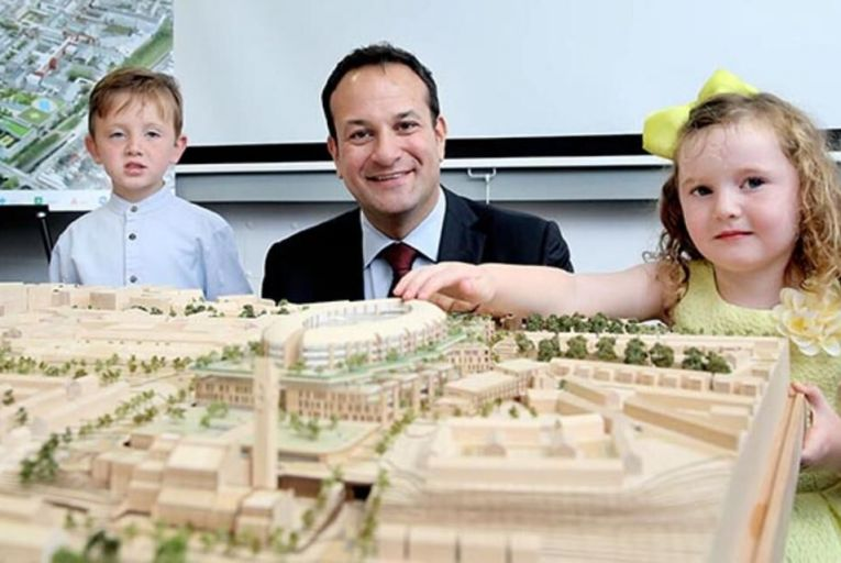 Pictured with a model of the new hospital is Minister for Health Leo Varadkar with on right Olivia Evans age 3 along with on left her brother Nathan age 5 from Kilmainham back in 2015 Picture: Rollingnews