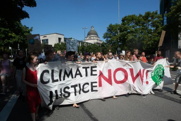 Tackling climate change 'impossible' without private funding