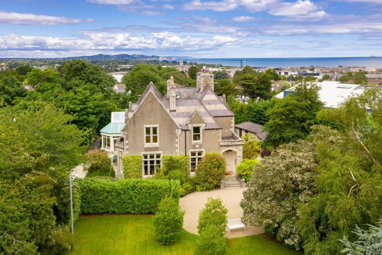 Some 21km south of Dublin city centre, Cairness is located opposite Christchurch, within walking distance of Bray's Main Street, with Dublin Bus and Dart nearby