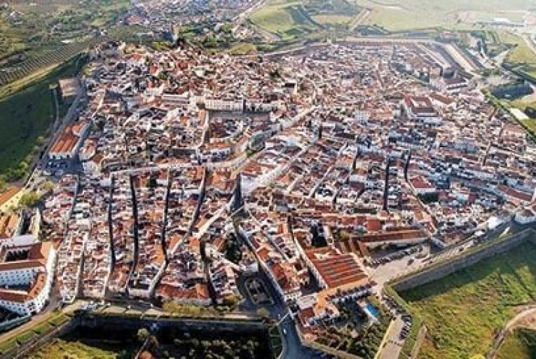 Elvas is about 230km east of Lisbon, and sits on a hilltop overlooking the Spanish border