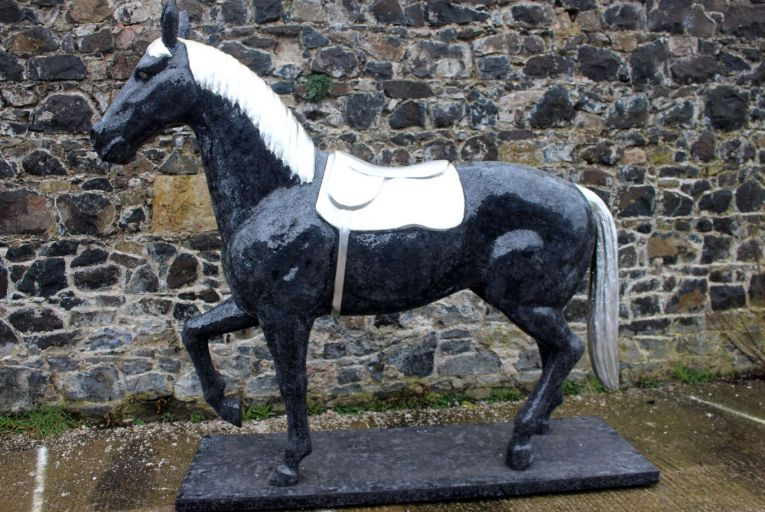 A life-size black and white, glass horse (€400-€600)