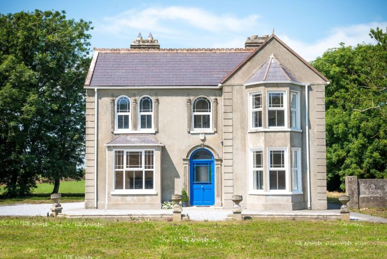 Ballyhiggin Country House is a ten-minute drive from two Blue Flag beaches