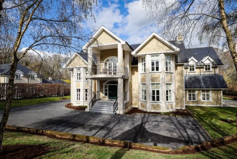No 2 The Walton's is set on half an acre overlooking the 12th fairway