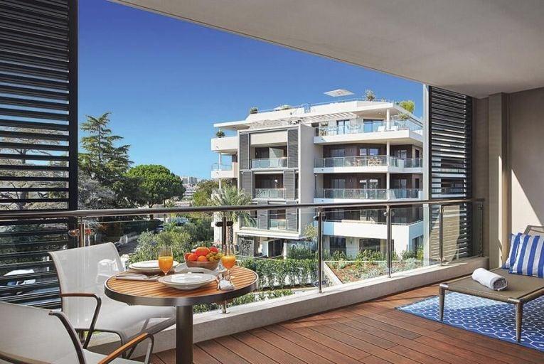 The terrace of a one-bedroom apartment at Parc du Cap