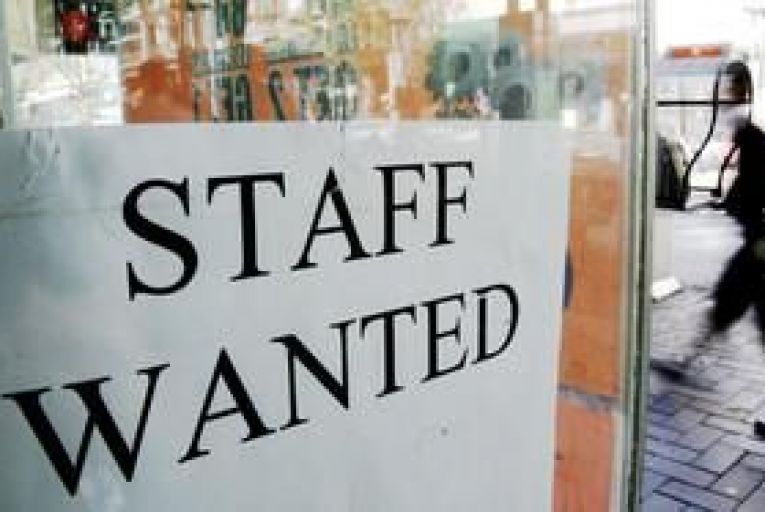 Online job adverts up 4% in early 2012