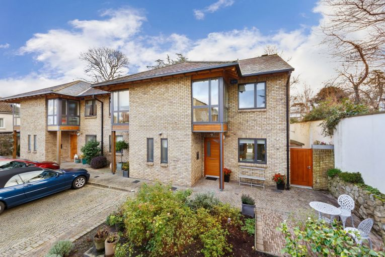 No 16 Marino Park is offered with stylish interiors and in turnkey condition