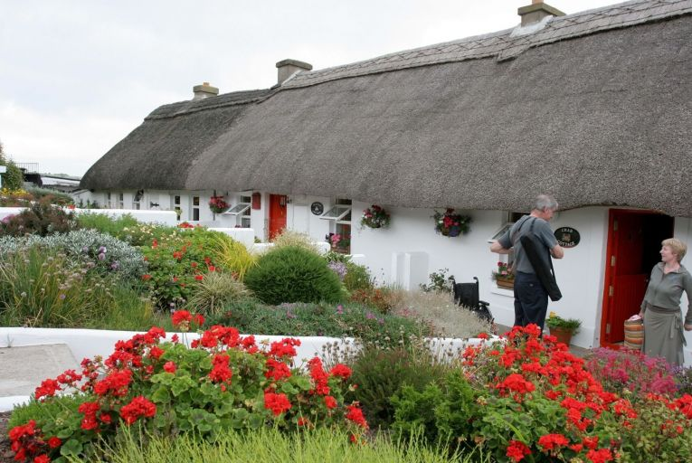 Self-catering accommodation should reopen before hotels, lobby group says