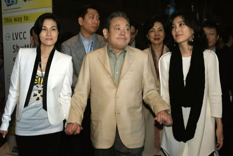 Lee Kun-hee, centre, with daughters Lee Boo-jin and Lee Seo-hyun in 2012. He died in October, leaving his family with an $11 billion inheritance tax bill. Picture: Steve Marcus/Reuters