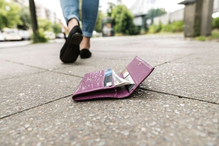 Losing a wallet triggers a solvable, but almost unbearable, chain reaction of worries and inconveniences