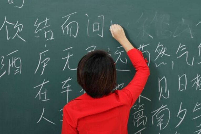 It has emerged that the Chinese government is paying for advisers to oversee parts of the Mandarin language curriculum for the Leaving Cert next year.