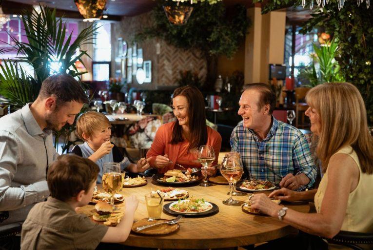 Two-metre rule for children dining indoors won't reduce virus risk, Nphet adviser says