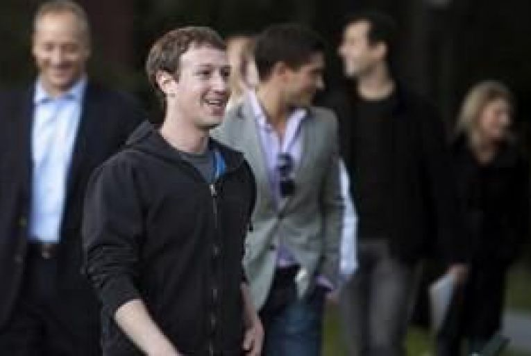 Zuckerberg hit by Facebook privacy flaw