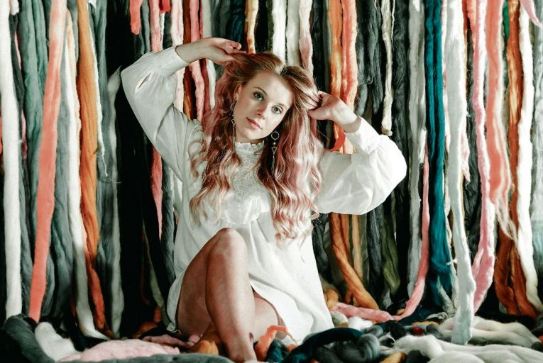 Rebekah Fitch's new single Loose Ends is out now