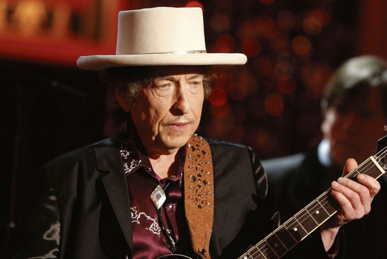 How much did Bob Dylan receive for selling his entire back catalogue of over 600 songs to Universal Music in December?
