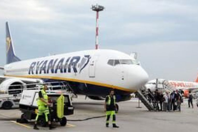 Ryanair traffic declines less than expected in November