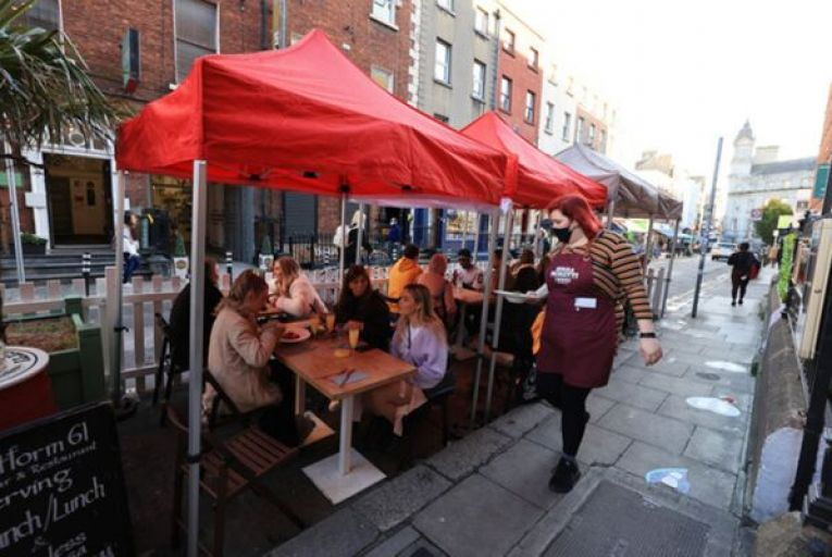 The Restaurants Association of Ireland says the size of the outdoor space should determine how many diners a business is allowed to serve. Picture: Getty