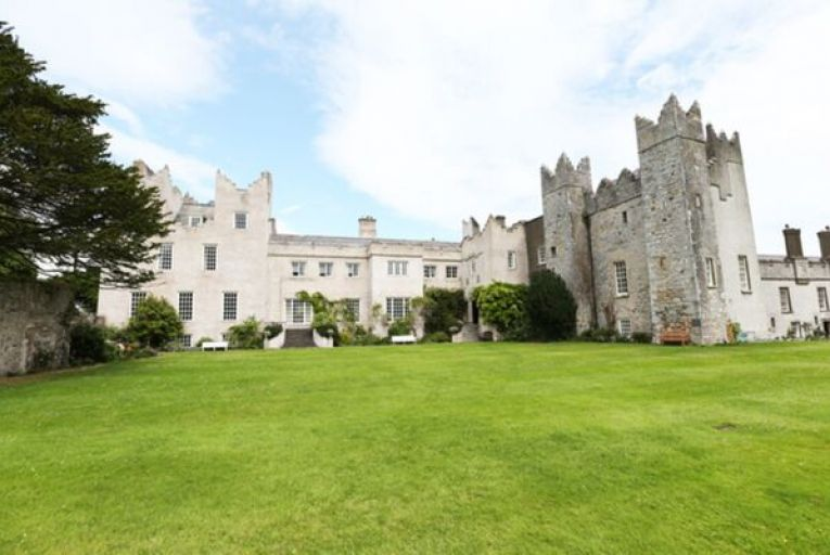 Hotel group is warned over fences blocking off Howth Castle