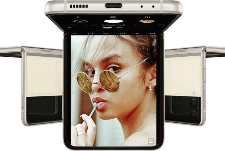 The Gadget Guru: Samsung Galaxy Z Flip3, De'Longhi Dedica Style EC685, MagEasy Hybrid Workstation