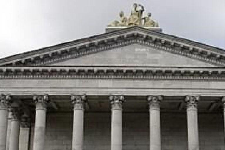 Murray warns over judicial pay cuts