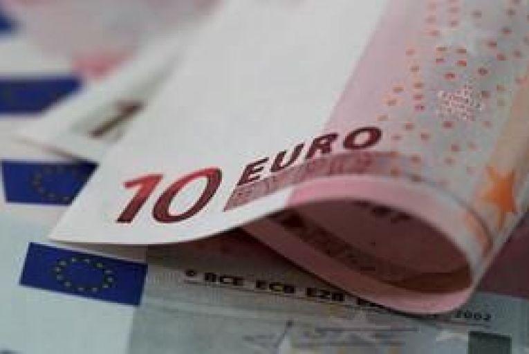 Euro falls after Taoiseach announces referendum