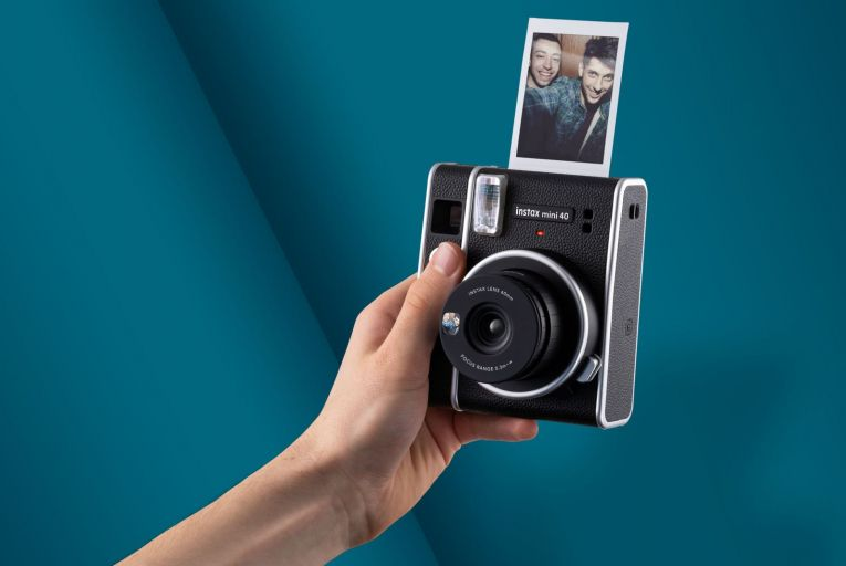 Fujifilm Instax Mini 40 ticks the retro boxes