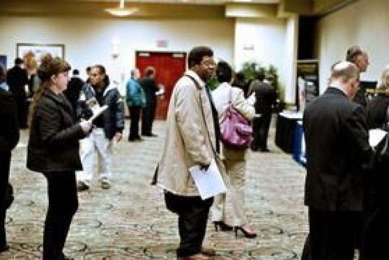 US unemployment falls and manufacturing expands